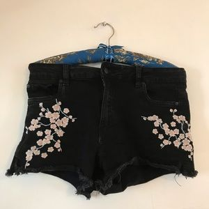 Shorts - 🌸 Apple blossoms embroidery.